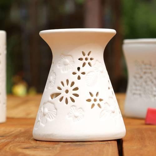 Kominek do wosku zapachowego z ażurowym wykończeniem Riet - Biały